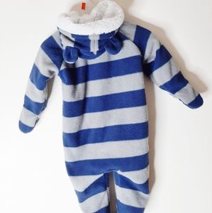 Old Navy One Pieces - Sweet little baby snowsuit